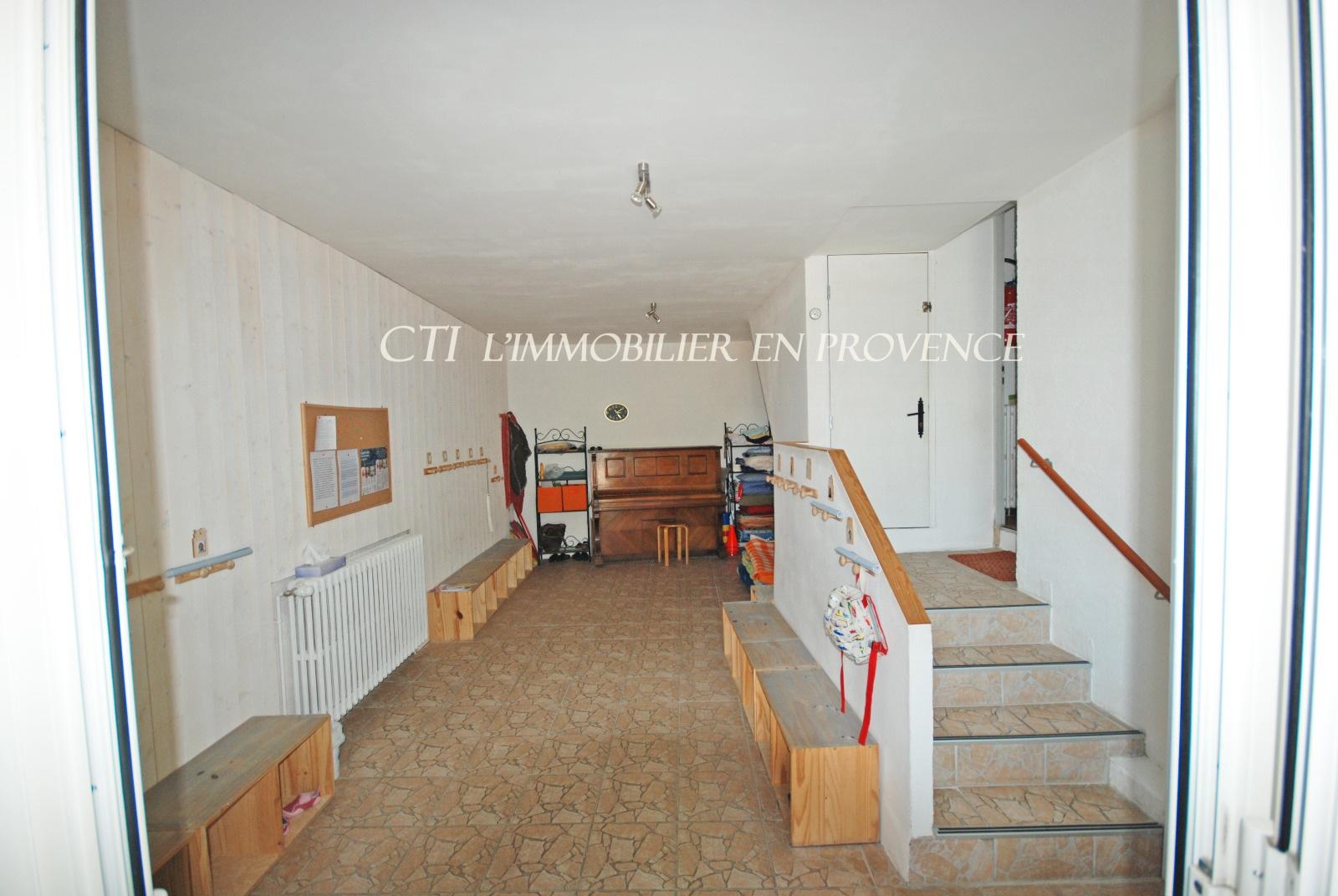 0 www.cti-provence.net MAISON DE VILLAGE  TERRASSES POSS COMMERCE PROCHE VAISON LA ROMAINE