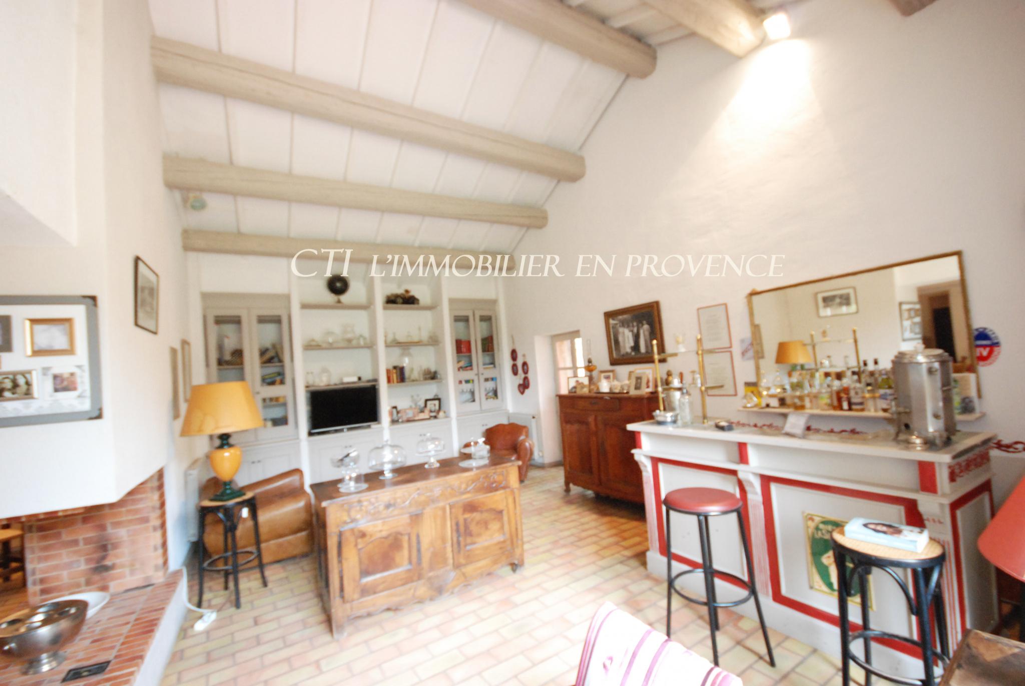0 www.cti-provence.net A VENDRE MAS DEMEURE PROVENÇAL JARDIN PARC PISCINE GARAGE MORNAS