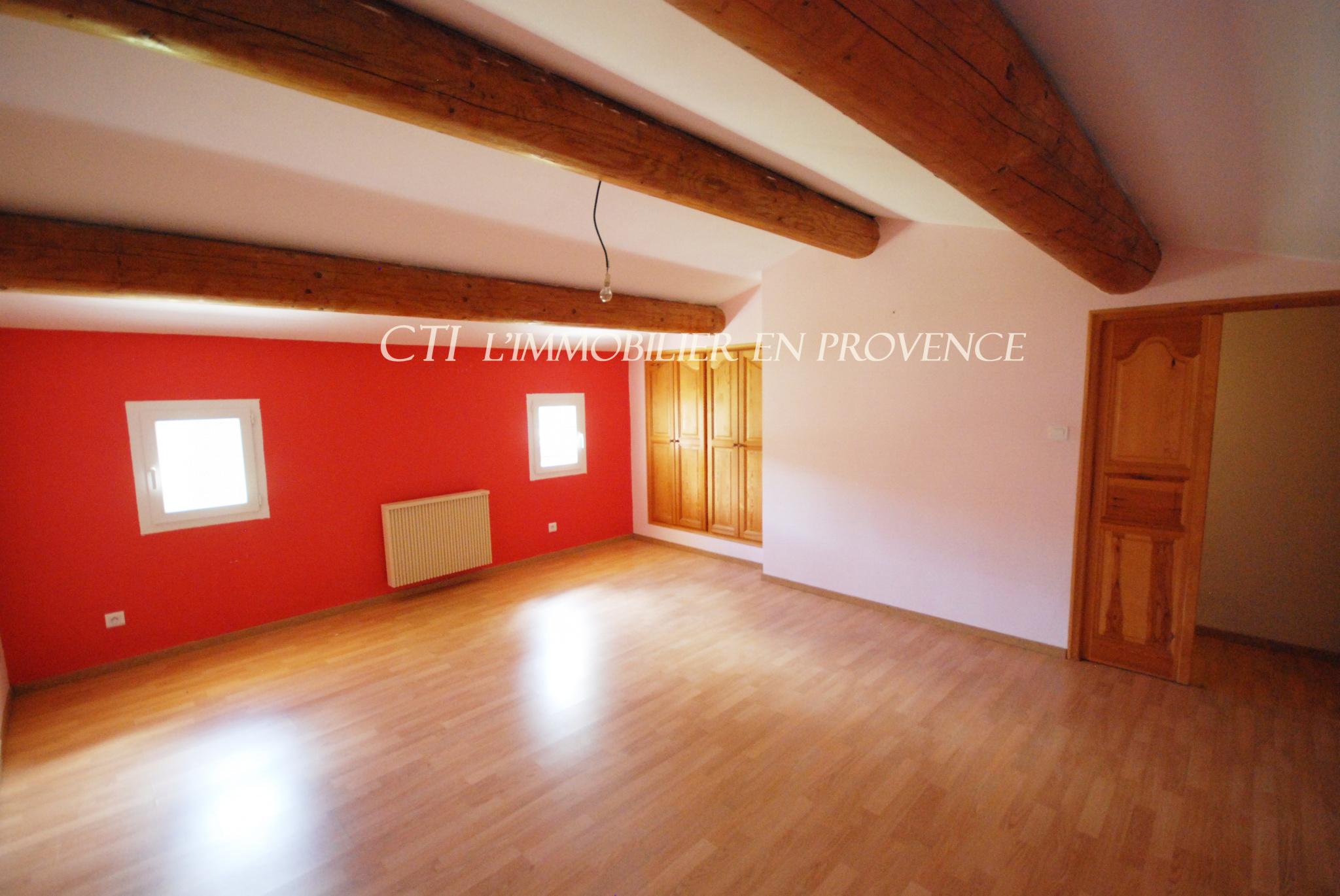 0 A VENDRE www.cti-provence.net VILLA PROVENÇALE AU CALME 3 CHAMBRES JARDIN TERRASSE GARAGE SECTEUR