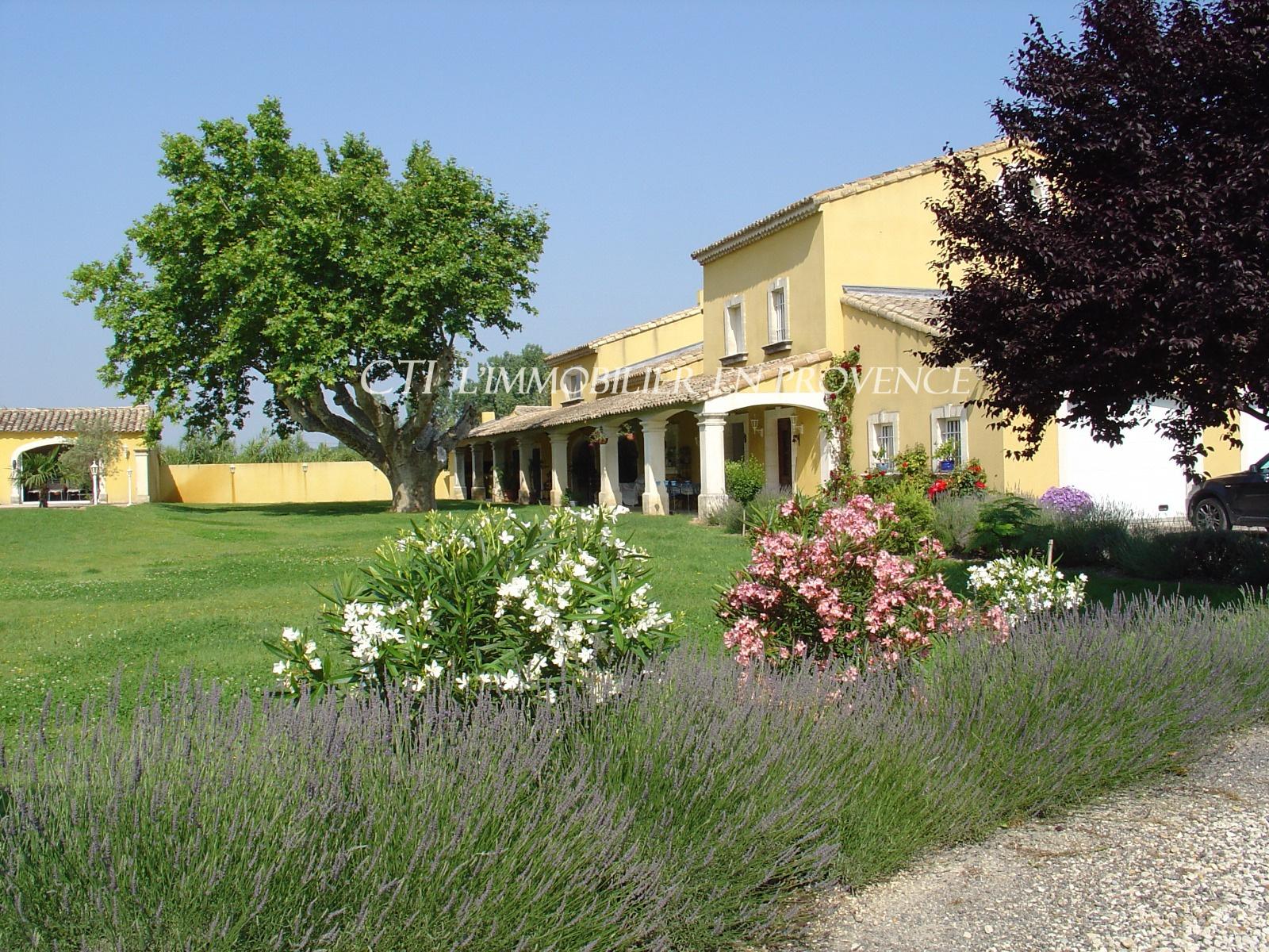 0 www.cti-provence.net, vente, proche Avignon,mas du 18ème restauré, beaux volumes, pa