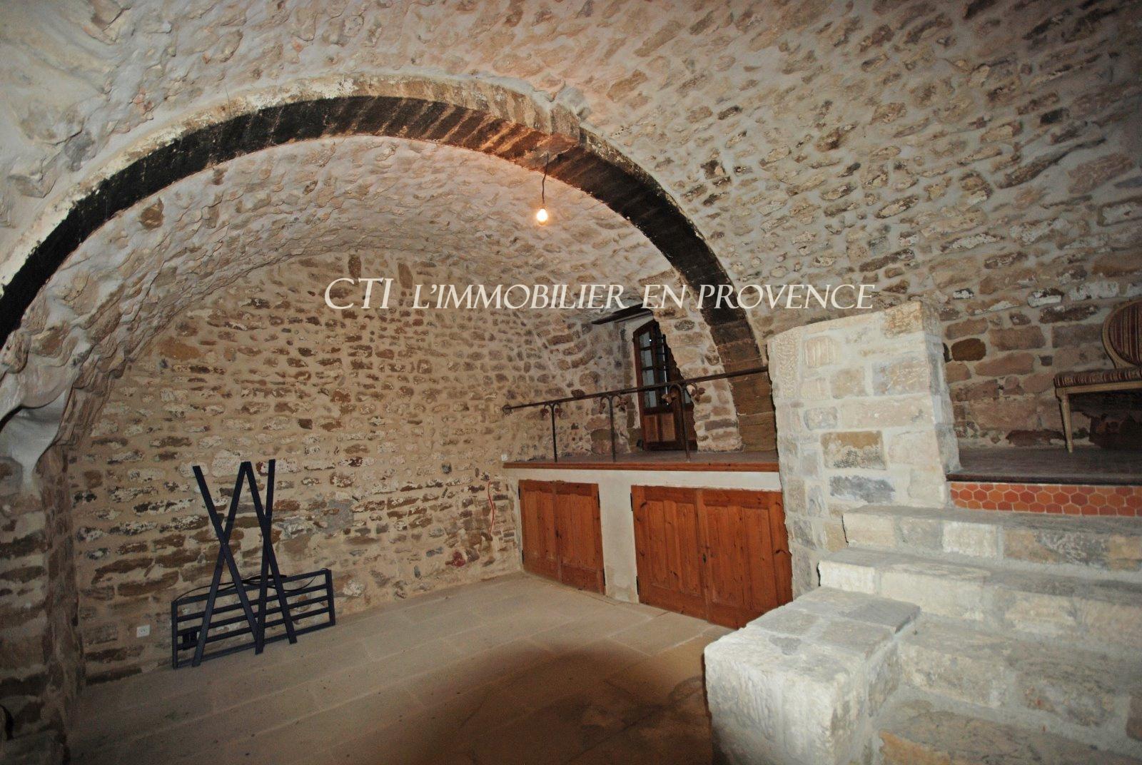 0 www.cti-provence.net, vente maison de village fortifiée avec vue, jardin clos , terrasse so