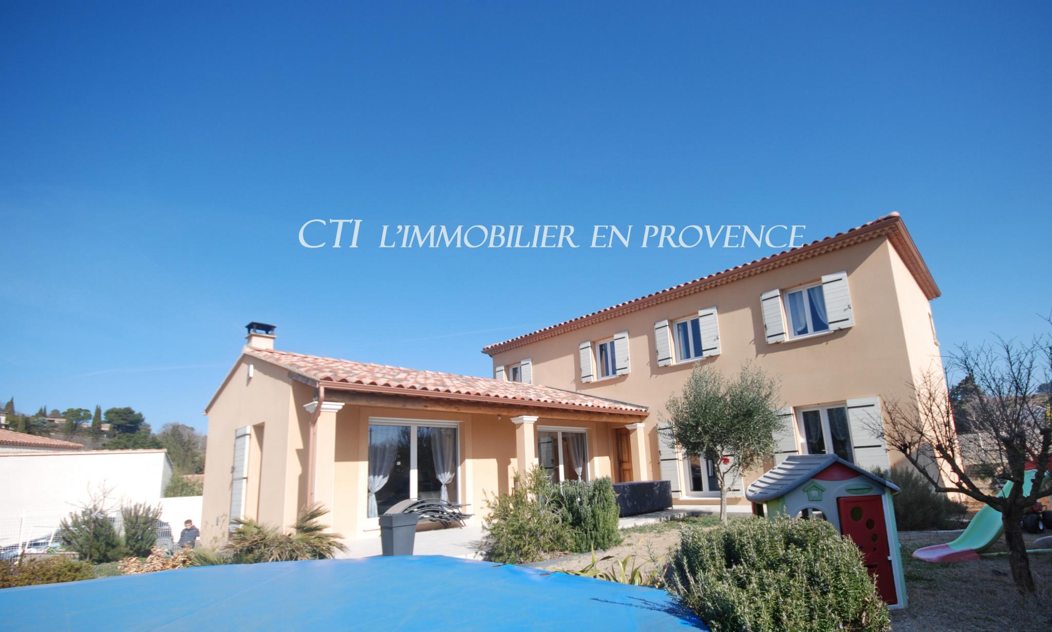 0 A VENDRE www.cti-provence.net VILLA PROVENÇALE BELLES PRESTATIONS JARDIN PISCINE ABRI VOITURES