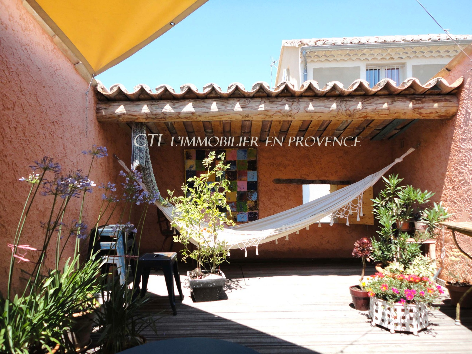 0 www.cti-provence.net  A VENDRE MAISON DE VILLAGE PIERRE TERRASSE CHARME 2 CHAMBRES CAVE