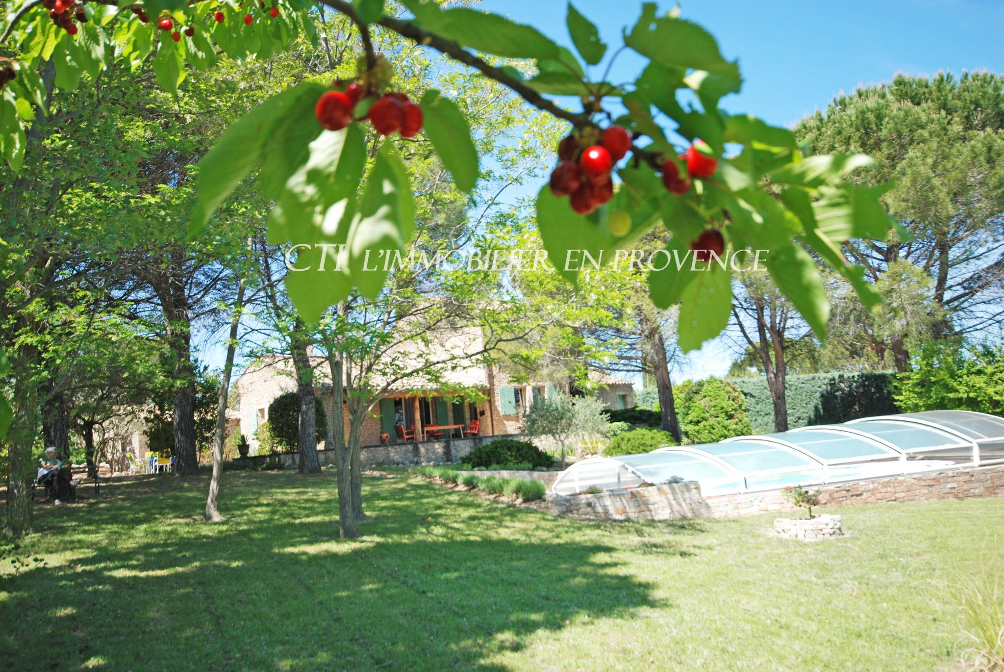 A VENDRE www.cti-provence.net MAISON EN PIERRE BASTIDON A L ANCIENNE VUE A 180° PARC CLOS PISCINE