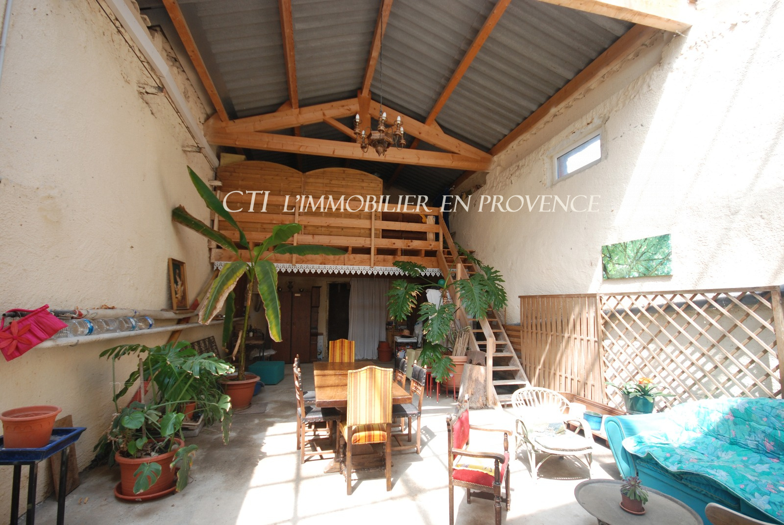 0 www.cti-provence.net, vente ferme du 18ème plusieurs corps de bâtiments, grand terrai
