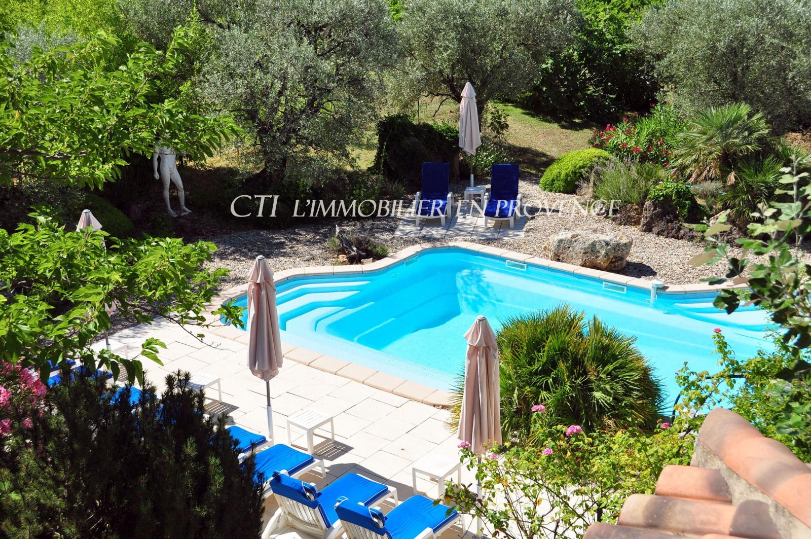 0 www.cti-provence.net, A vendre, bel hôtel de construction récente avec terrain paysag