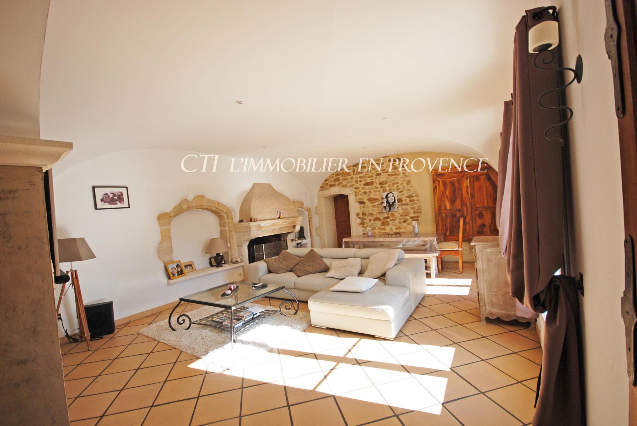 0 www.cti-provence.net MAS PROVENÇAL PIERRE CHARME CALME CAMPAGNE JARDIN PISCINE GARAGE CAVES