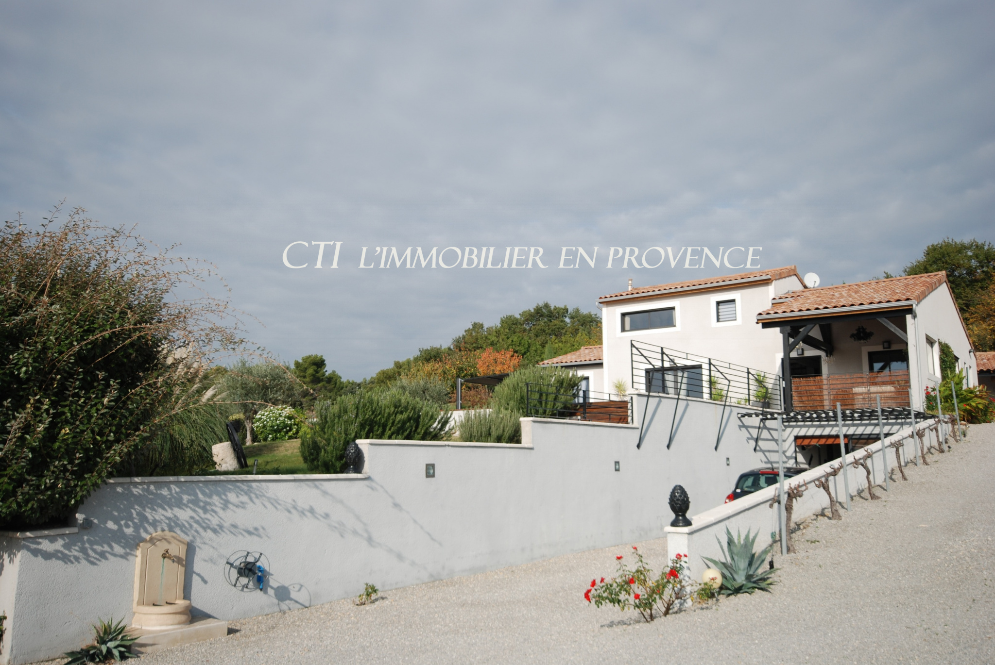 0 www.cti-provence.net A VENDRE MAISON BIOCLIMATIQUE OSSATURE BOIS JARDIN PISCINE TERRASSE SPA VUE