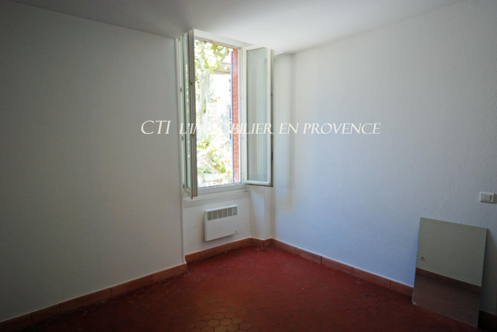 0 centre ville de Vaison-La-Romaine appartement de type 2 d'un très bon confort www.cti-provence.net
