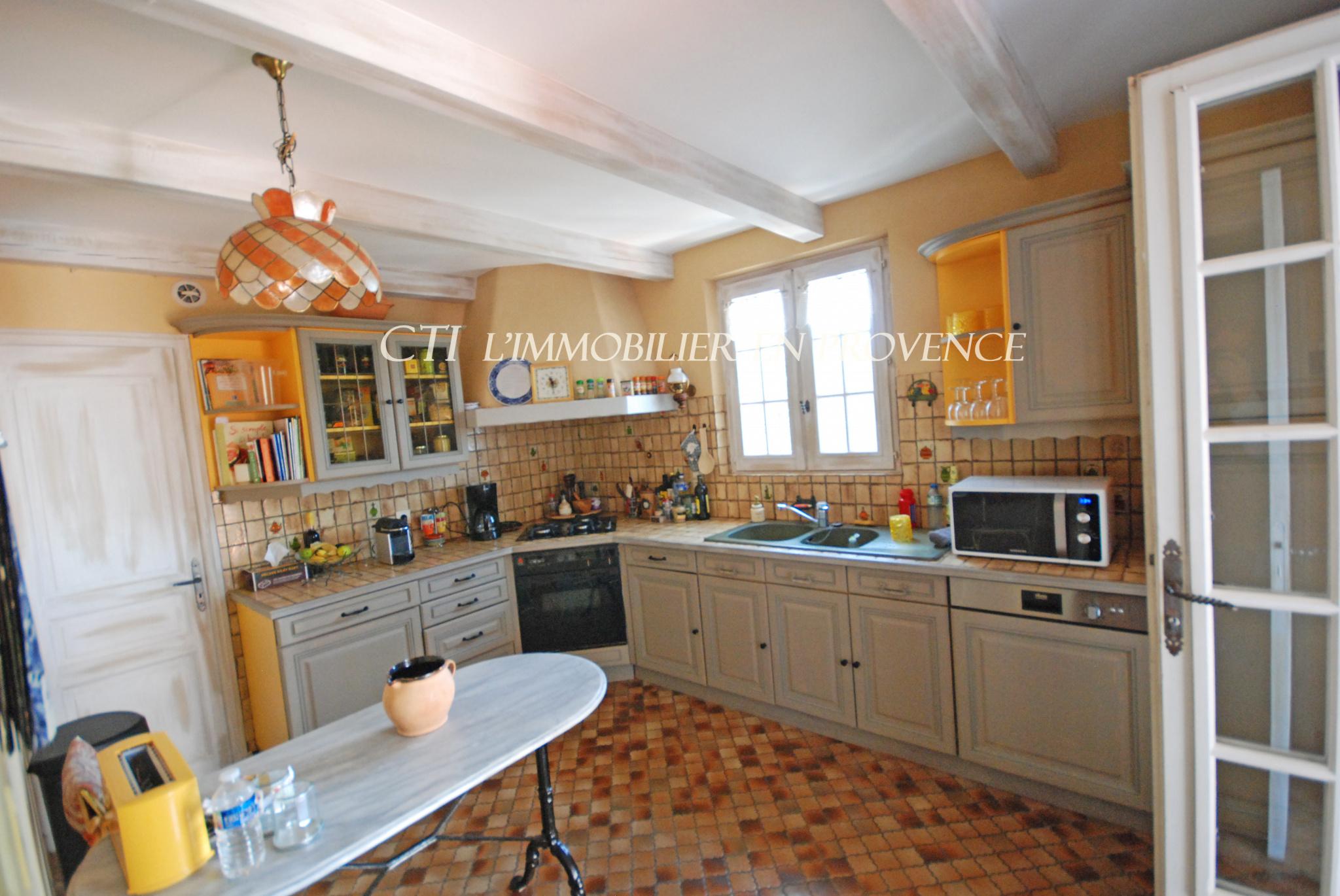 0 www.cti-provence.net A VENDRE MAISON D'ARCHITECTE DOMINANTE VUE MONT VENTOUX JARDIN PISCINE GARAGE