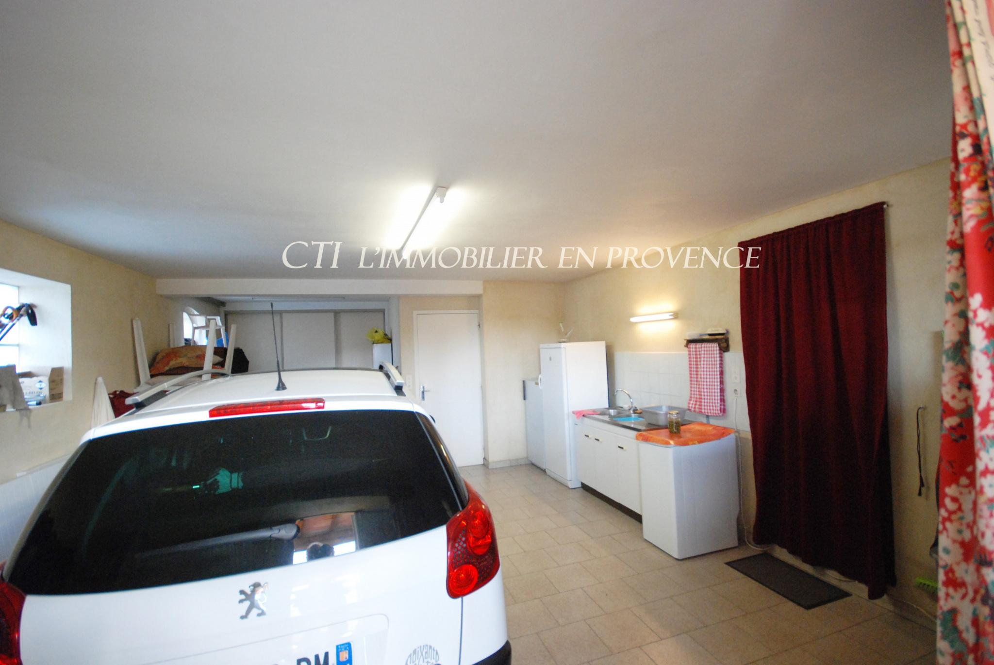 0 www.cti-provence.net, maison dominante proche centre-ville avec piscine, belles prestations