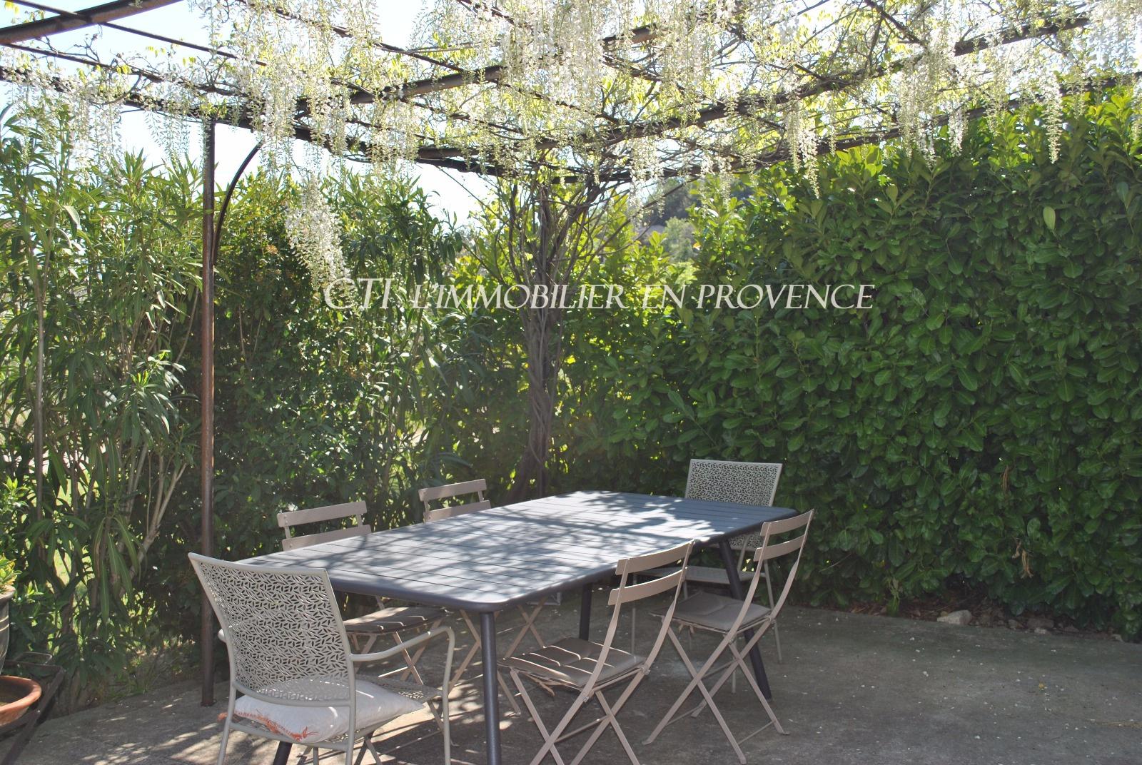 0 www.cti-provence.net Vente grande bastide en 2 habitations garage, grand terrain,