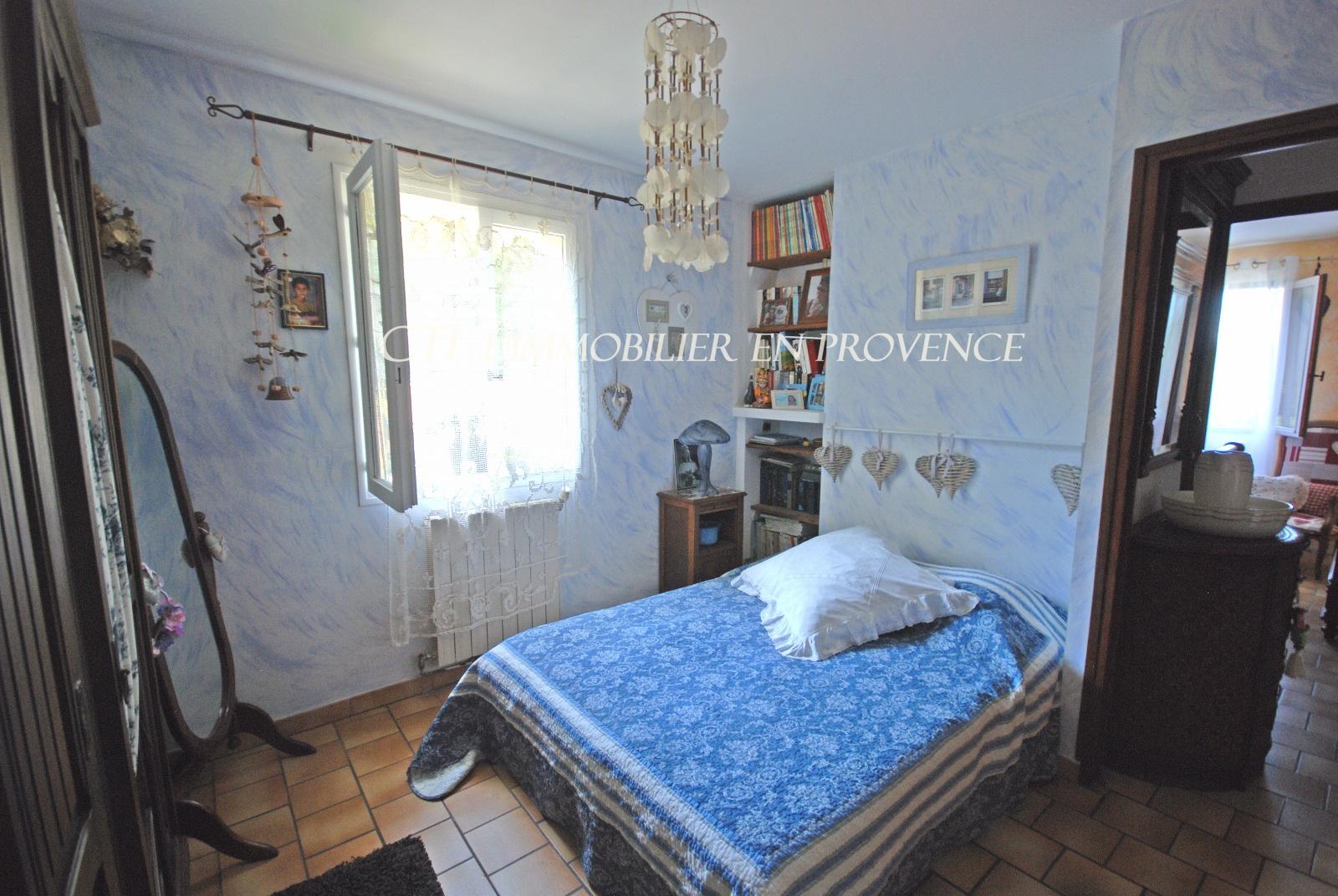 0 www.cti-provence.net,vente, dans village grande maison en 2 habitations avec terrain, piscine, vue