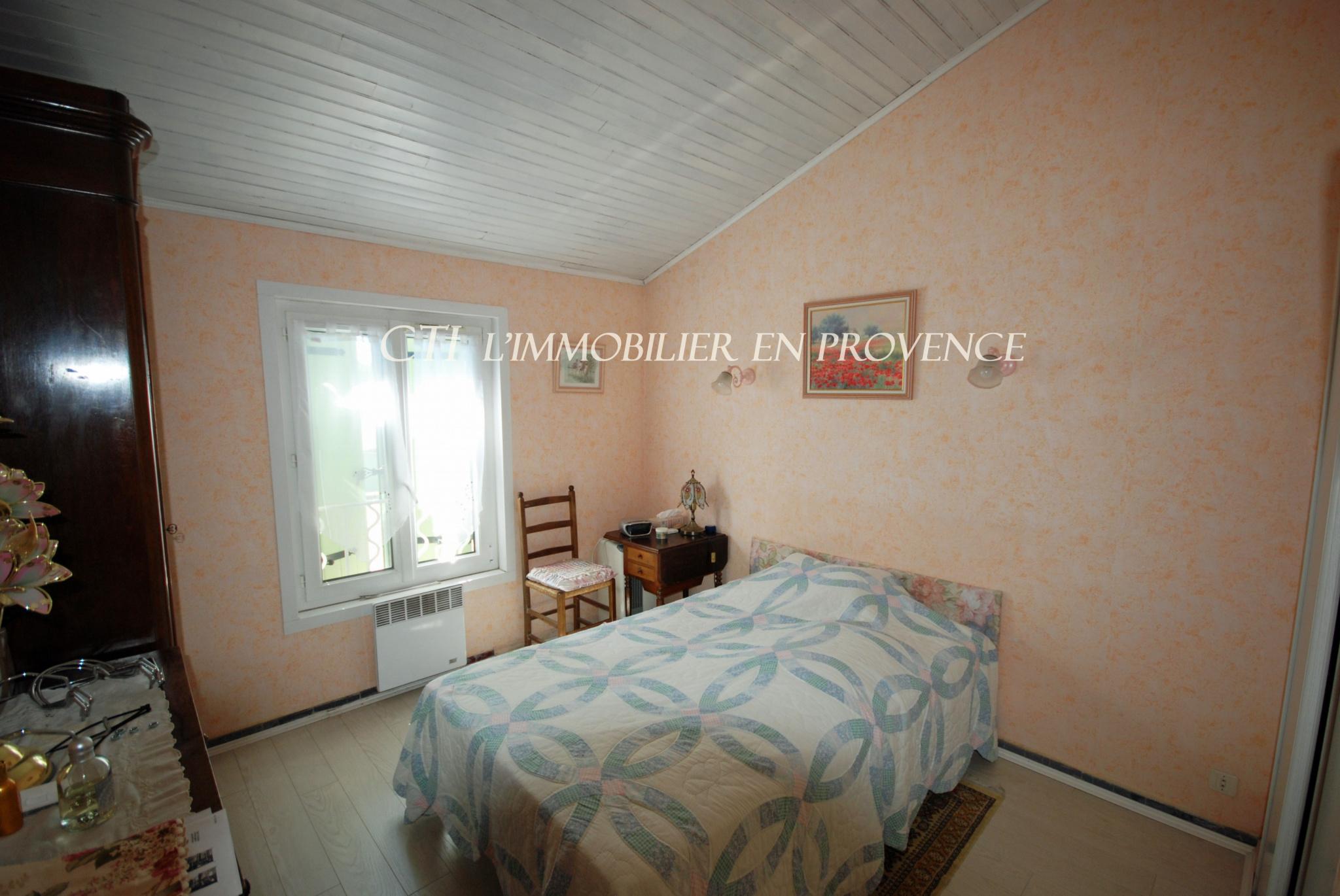 En Provence vente villa de 3 ch, grand garage, piscine , proche du centre de Vaison et commerces