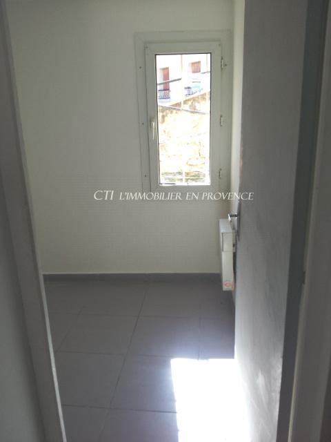 Appartement T2 centre ville de Vaison la Romaine 2ème étage. REfait à neuf