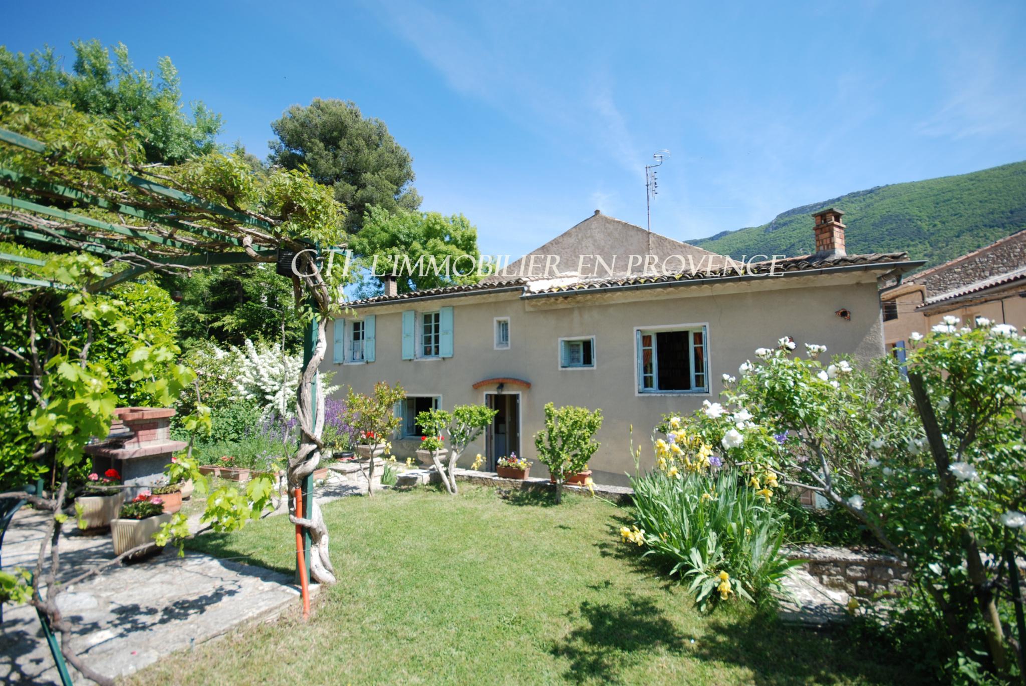 0 www.cti-provence.net MAISON DE VILLAGE JARDIN CLOS CONSTRUCTIBLE PISCINABLE TERRASSE 2 CHAMBRES