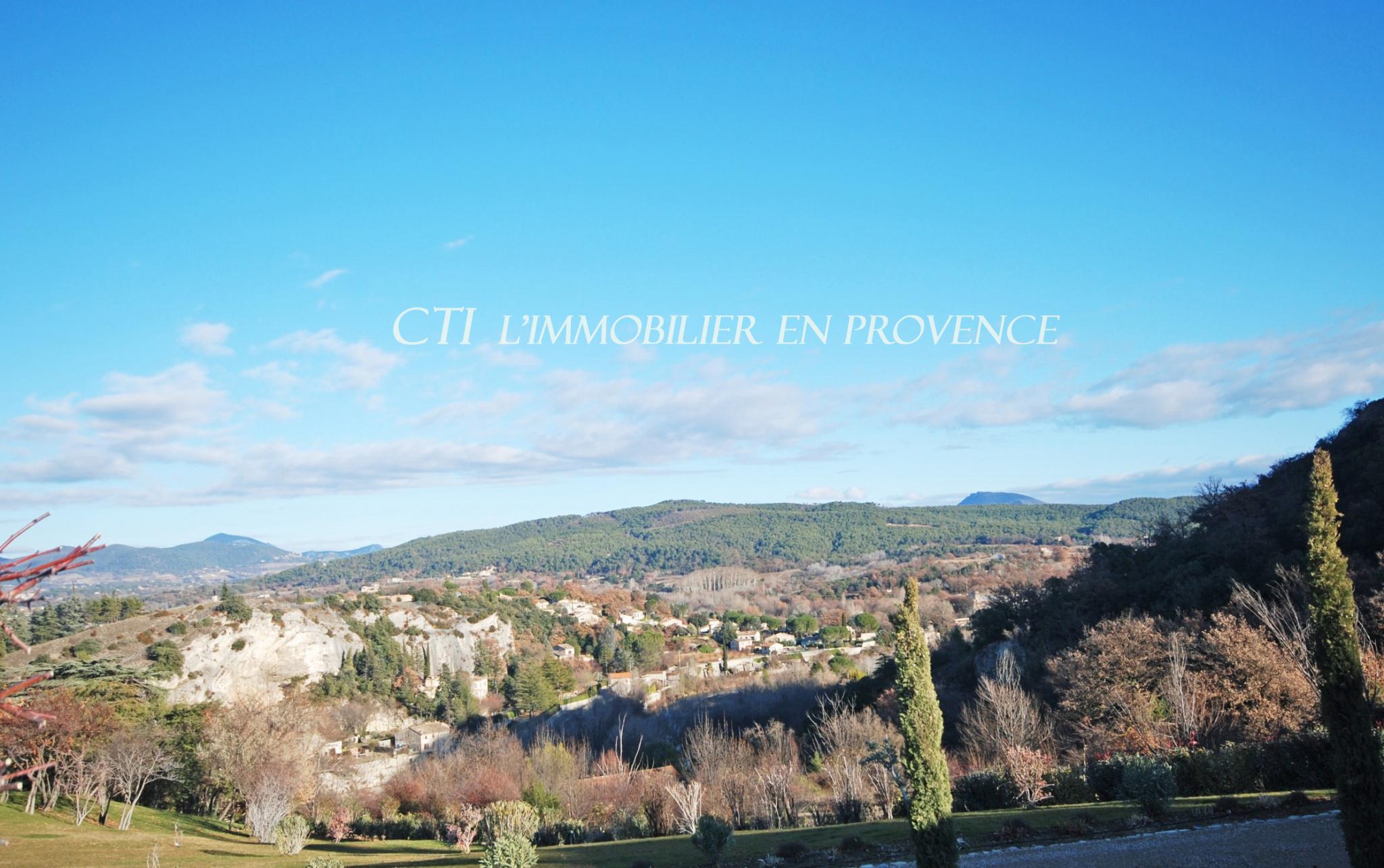 0 www;cti-provence.net Vente Vaison la Romaine, situation dominante, jardin clos 3 000 m², pisc