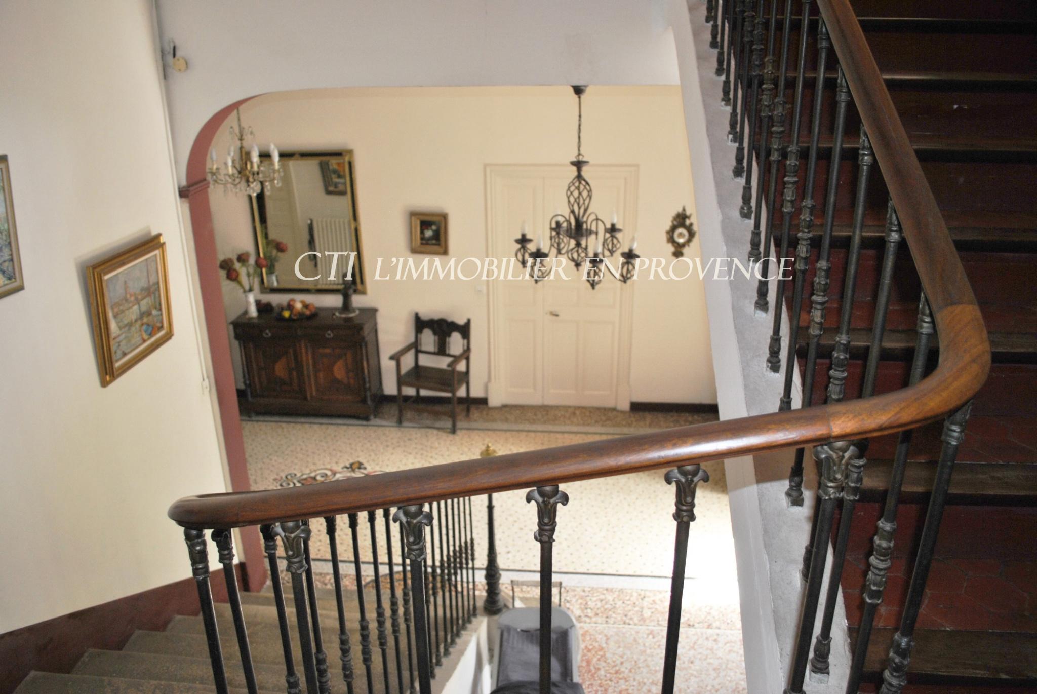 0 www.cti-provence.net. A vendre maison bourgeoise du 18ème. 400 m² S.H   dépend.