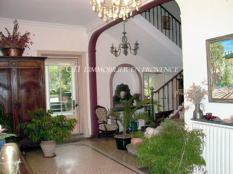 www.cti-provence.net. A vendre maison bourgeoise du 18ème. 400 m² de S.H   dépend
