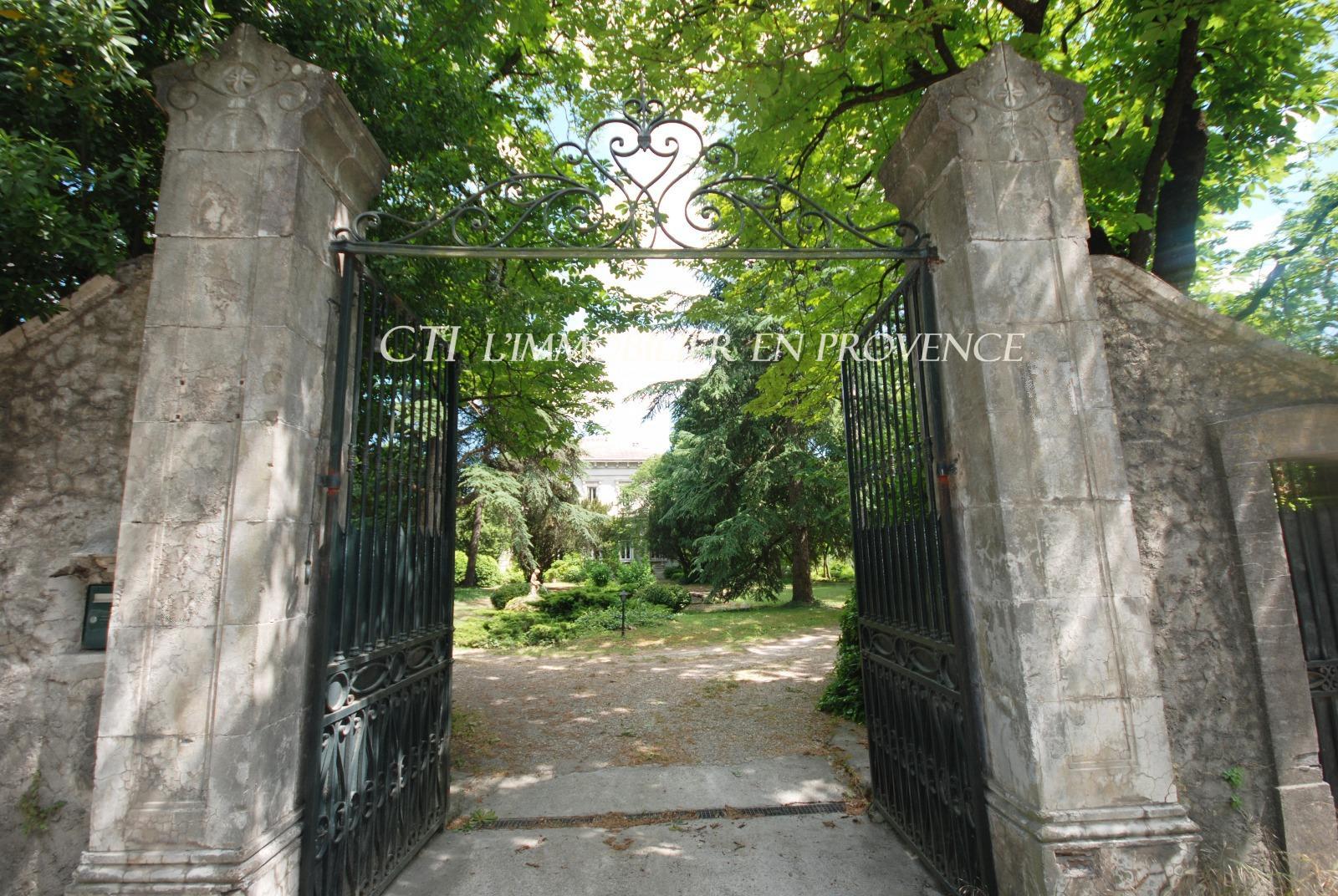 A vendre, aux portes de l'Ardèche,demeure bourgeoise dans un magnifique parc. Coup de coeur