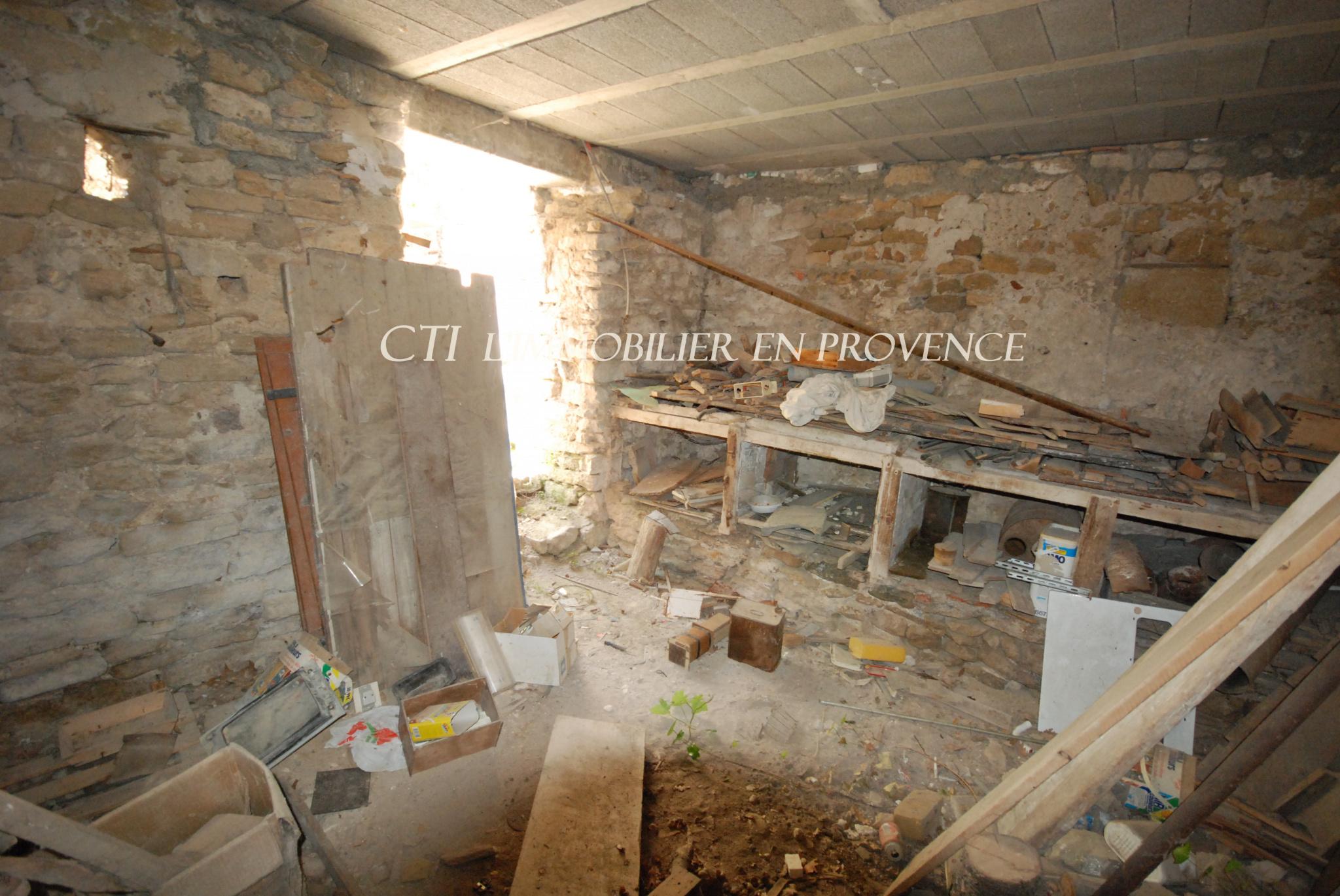 A VENDRE www.cti-provence.net  MAISON VILLAGE PIERRE A RENOVER VUE MONT VENTOUX 2 HAB COUR JARDIN