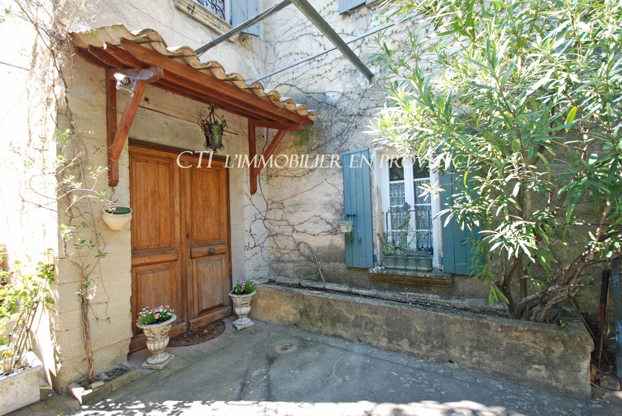 0 www.cti-provence.net ANCIENNE MAISON BOURGEOISE CHARME 2 HABITATIONS DÉPENDANCES POSS GITES
