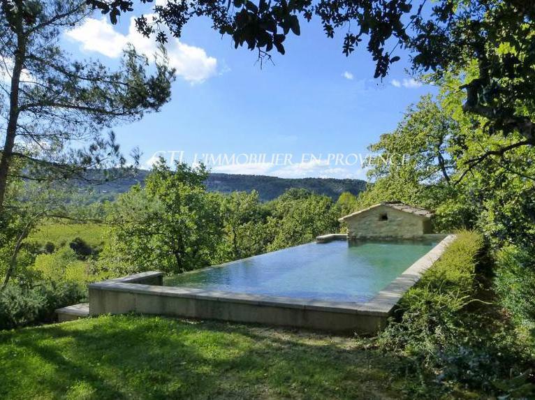 A vendre Exceptionnelle propriété en pierre sur un terrain arboré avec vue