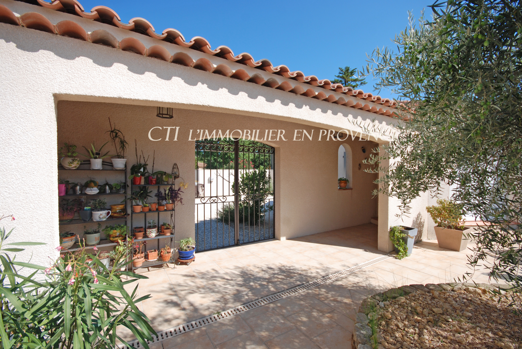 0 www.cti-provence.net A VENDRE PROPRIETE 3 HABITATIONS -  GITES CHAMBRES D'HOTES JARDIN PISCINE