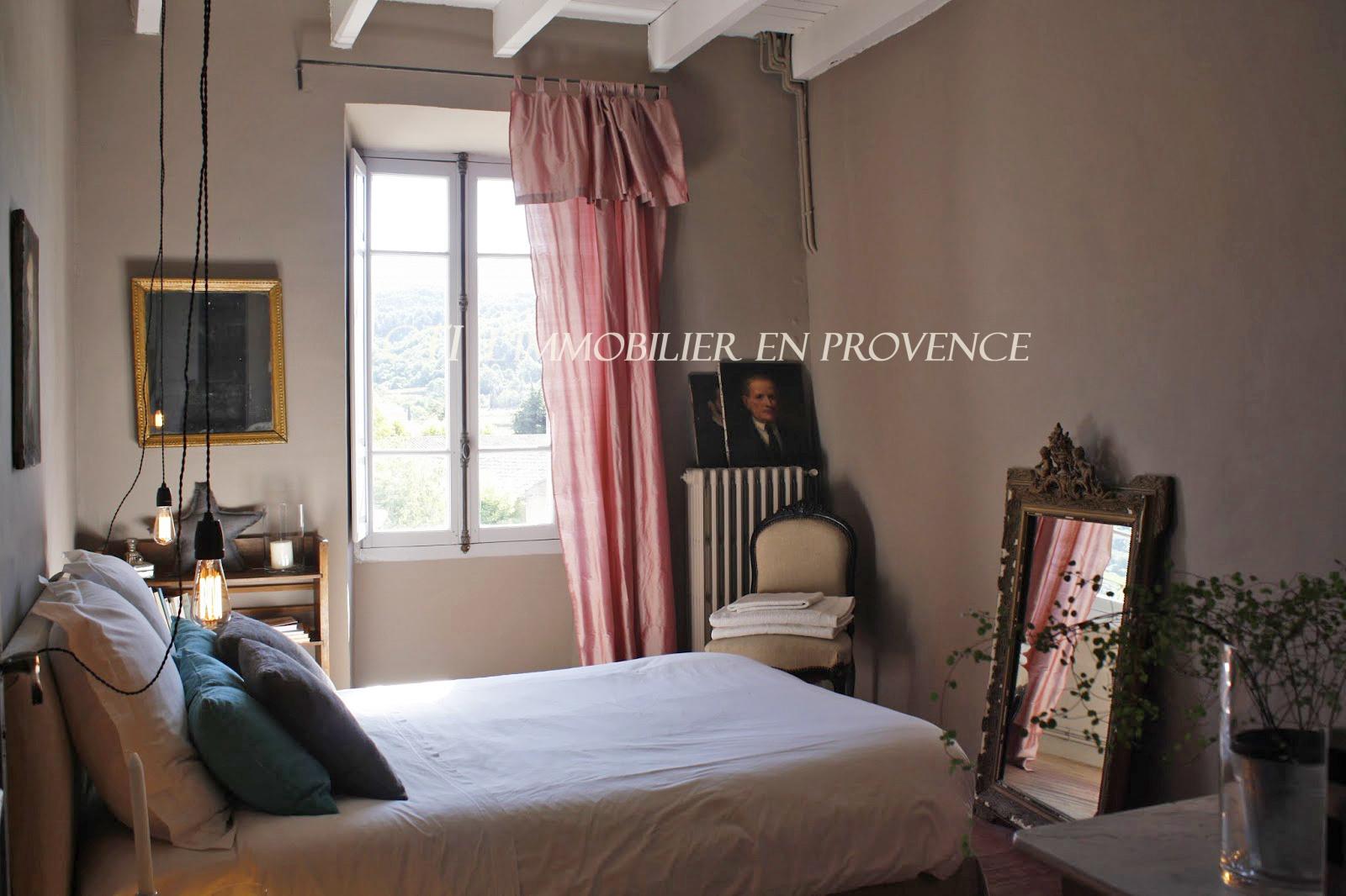 A VENDRE www.cti-provence.net DEMEURE MAISON VILLAGE CONTEMPORAIN COUR  VUE DENTELLES  MONTMIRAIL