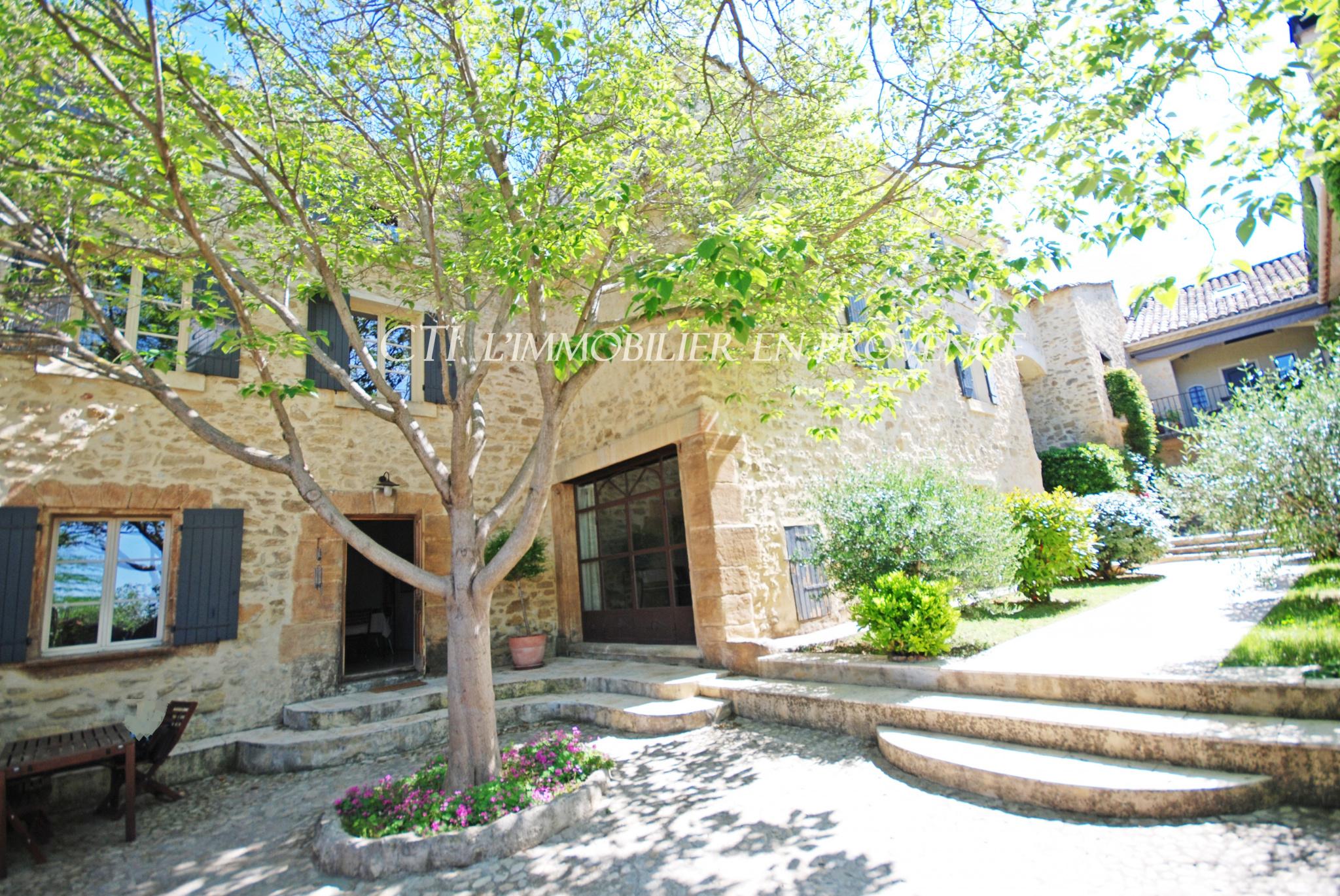 A VENDRE www.cti-provence.net PROPRIETE MAS PIERRE HAB   5 APPARTEMENTS GITES JARDIN PARC PISCINE