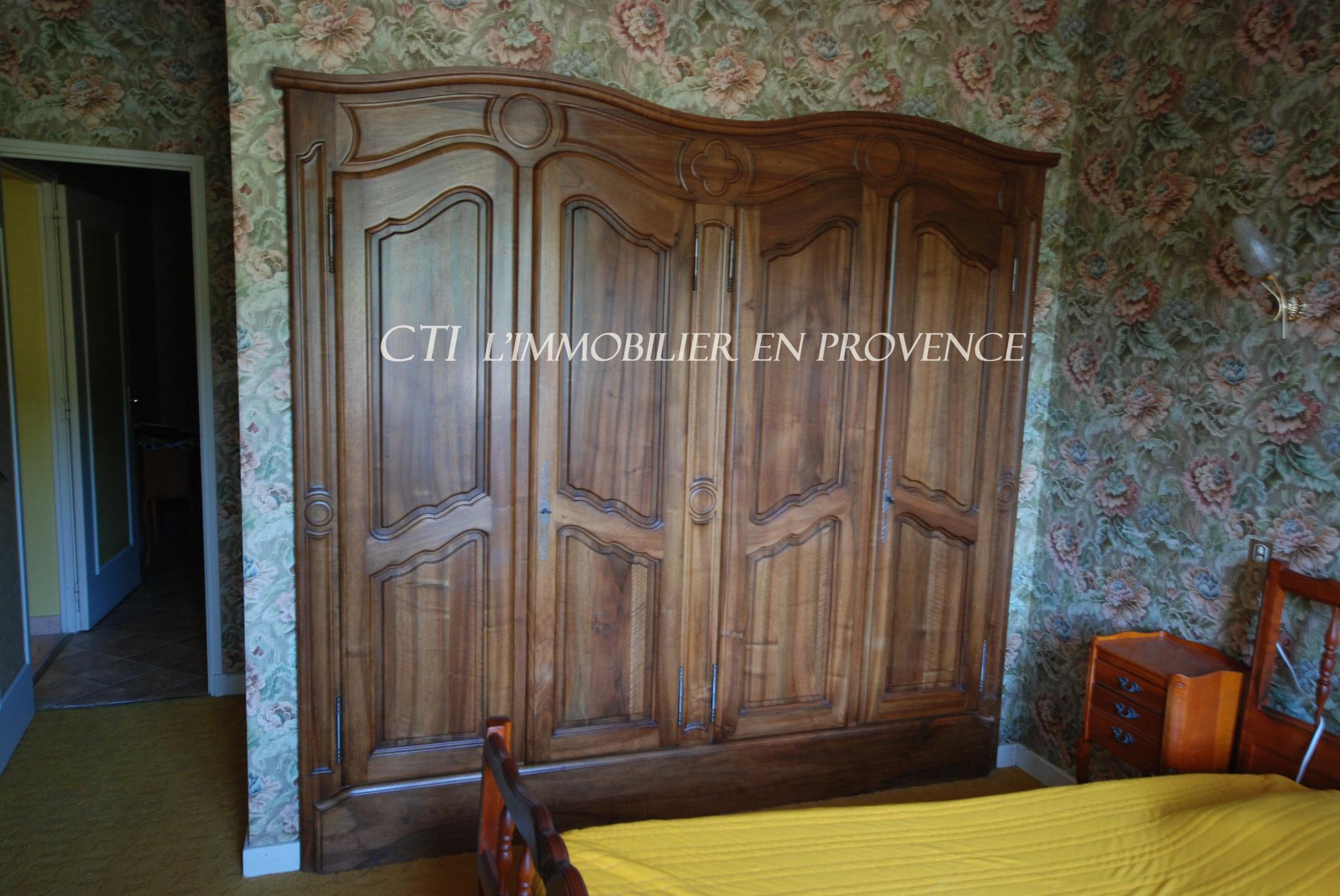 0 www.cti-provence.net. Vente villa architecte en pierre de 290 m². Sur terrain 9 700 m²